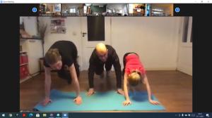 Wendy, Luc en Liene doen de oefening voor!