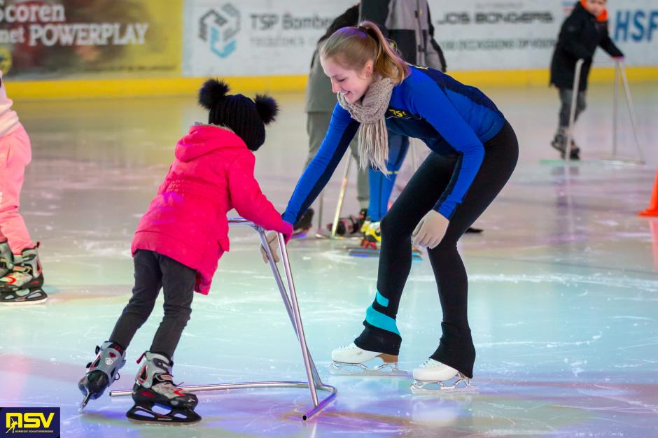 schaatsen met AZC-bewoners